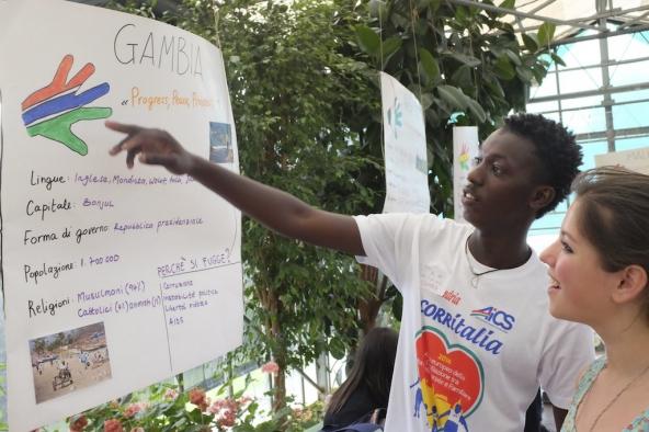 Migrazione e identità: i giovani di Routes&Roots ospiti di APS Cambalache