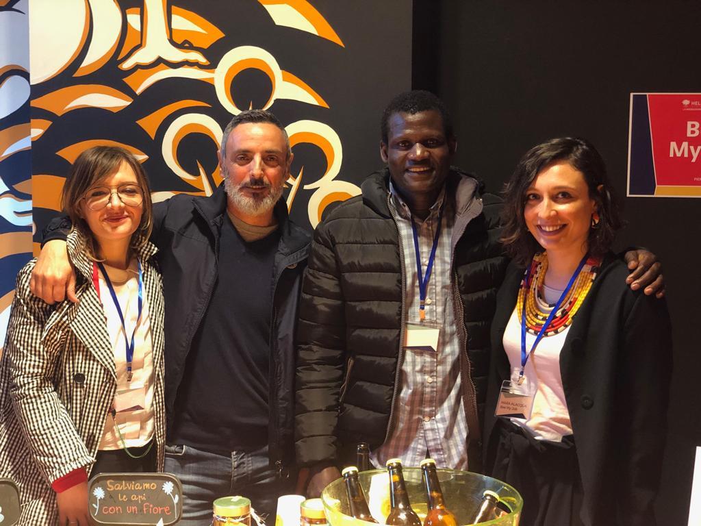 Rifugiati impollinatori di innovazione sociale con Bee My Job, il riconoscimento di Hello Europe